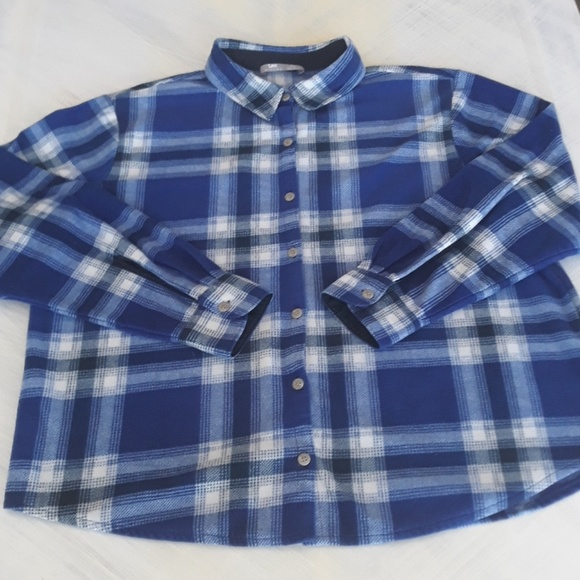 Lee Riders Tops - Lee Riders long sleeve plaid flannel button up
